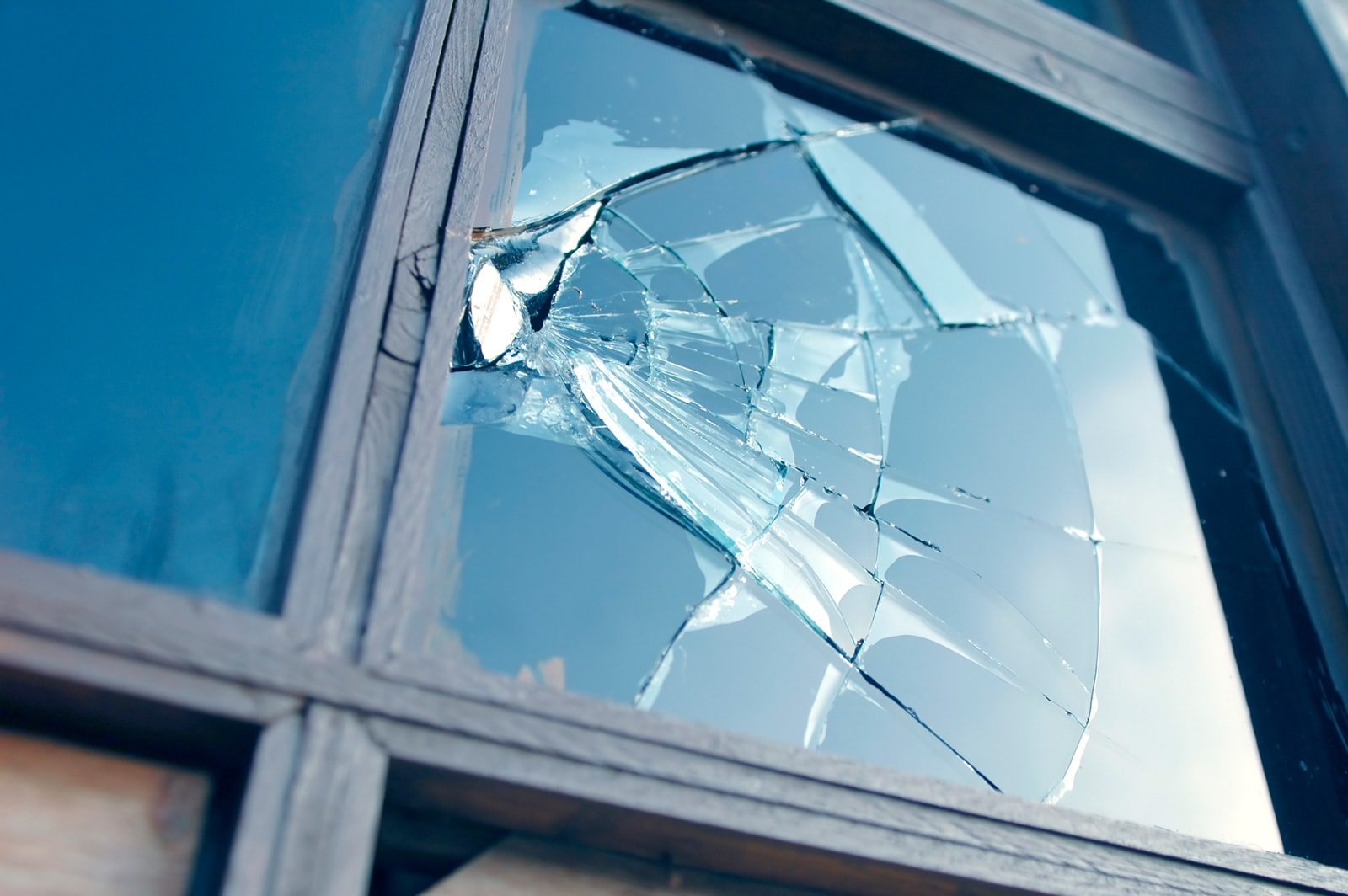 Противоударная пленка на окна в Симферополе